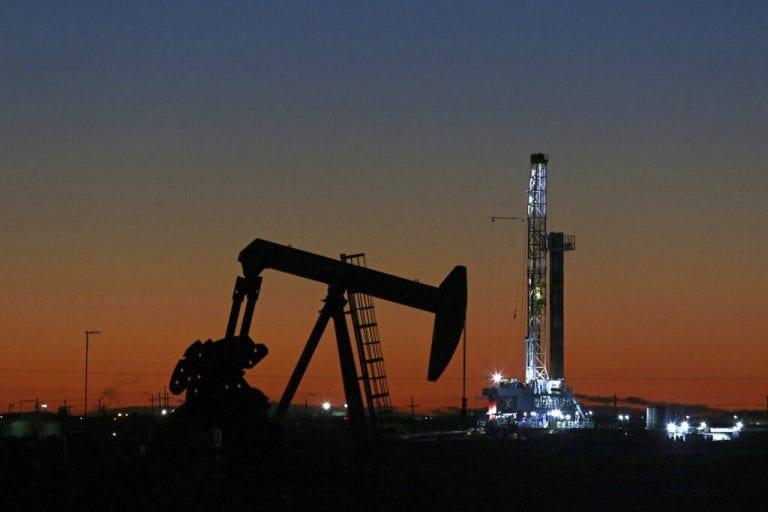 随着伊朗在海湾击落美国无人机,石油跃升3%朝向64美元