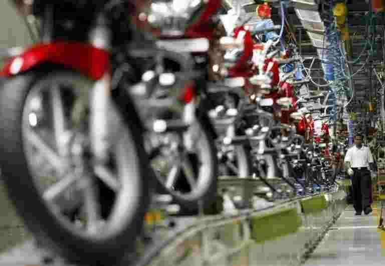 Bajaj汽车二月销售额上涨6%至3.75万卢比,估计小姐