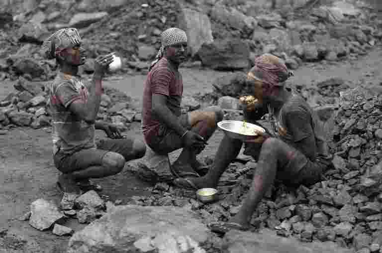 煤炭印度罢工:生产,派遣袭击;政府敦促员工恢复工作