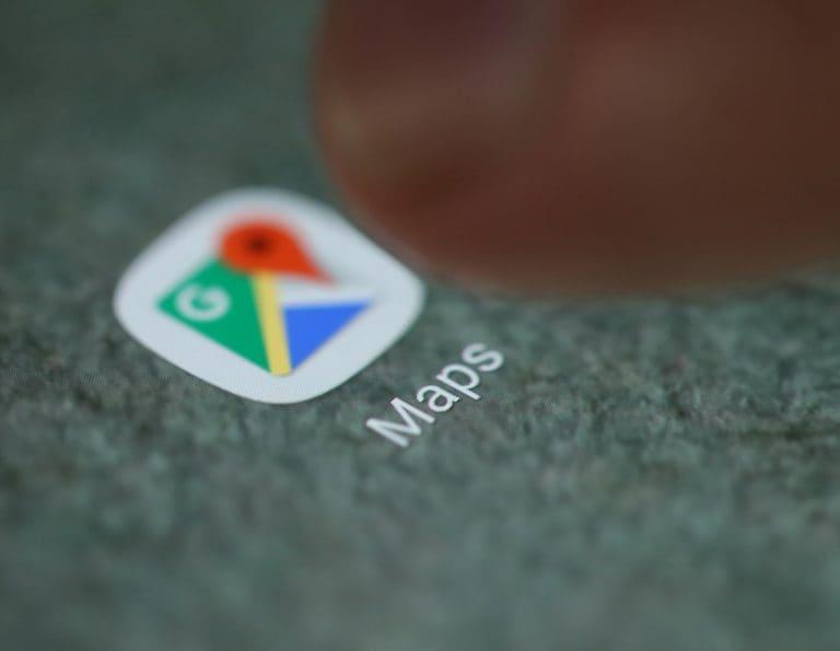 谷歌地图在4个月后与女儿统治父亲
